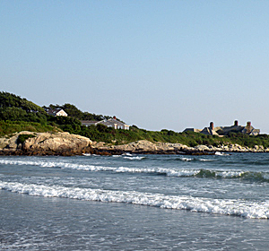 This beach is next to Baily's Beach within a short walk from the Murrayhouse B&B, Newport, RI